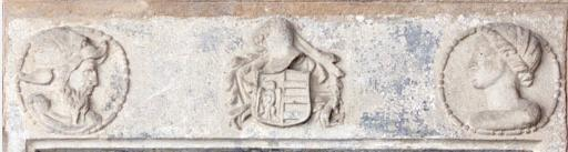 Lintel over the window with heads and coat of arms of Palau Aguilar