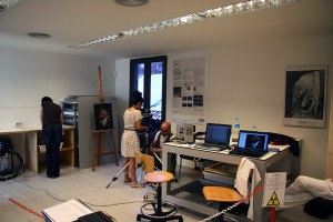 Technicians from the MOLAB working in the department of restoration of the Museu
